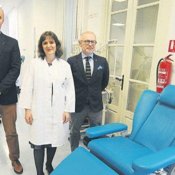 Rotarijanci darovali stolicu za kemoterapiju