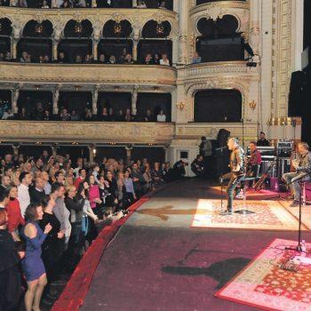 Parni valjak u akustičnom izdanju rasplesao publiku